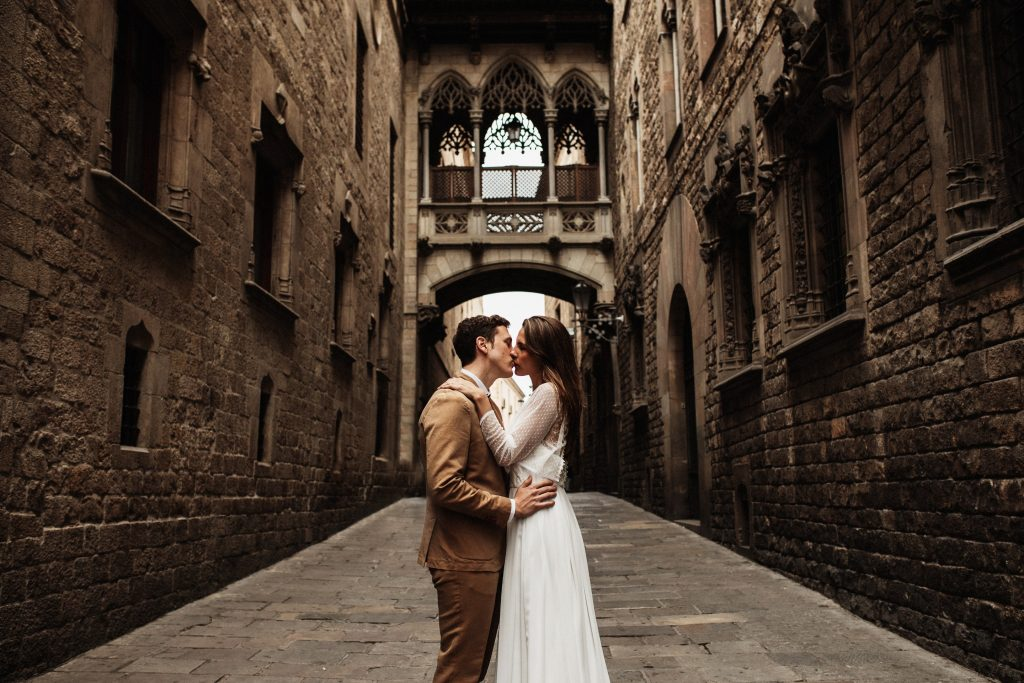 Wedding-photography-ideas-in-Barcelona-Spain